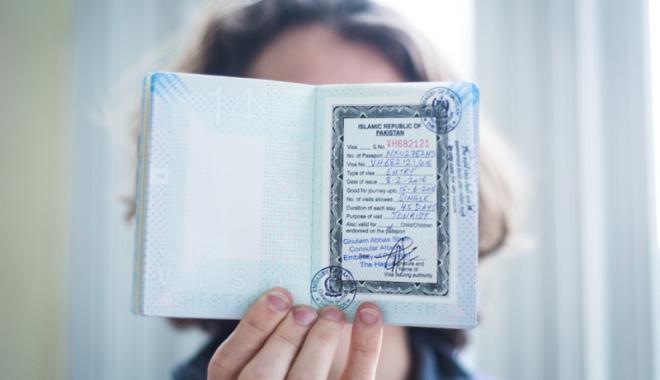 Foto: Decizie  fără precedent!  Se schimbă regulile pentru cetăţenii străini