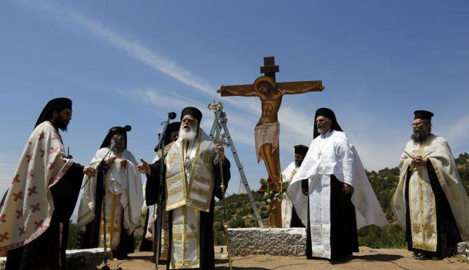 Foto: Decizie istorică în Grecia. Mii de preoţi,  scoşi de pe statele de salarii plătite de stat