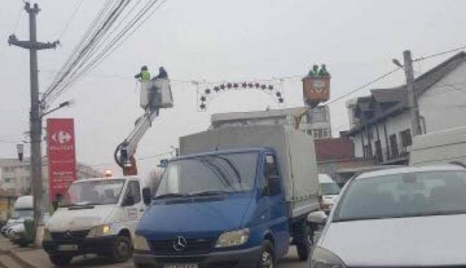 Foto: A FOST ELUCIDAT MISTERUL DECORAŢIUNILOR-CHILOŢI! Întâmplare de tot amuzamentul!