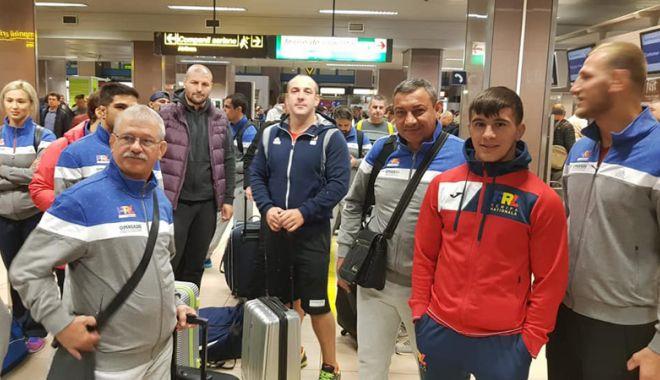 Foto: Delegaţia României de lupte pe plajă şi-a luat zborul  către Mondiale