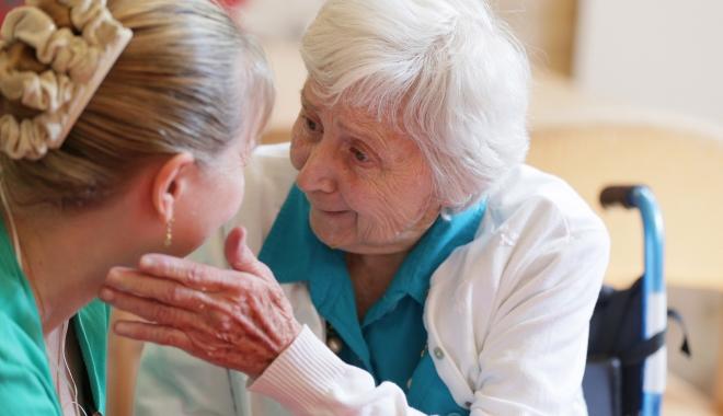 Care sunt primele semne ale demenţei. Evoluţia bolii poate fi încetinită
