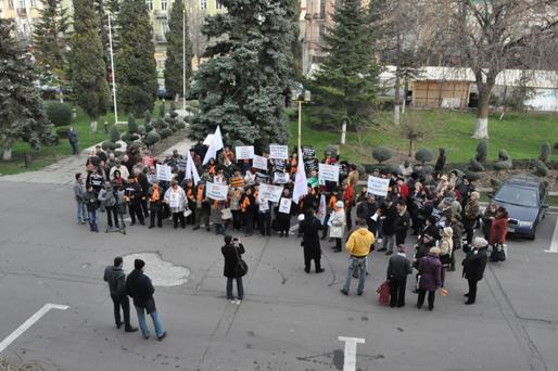 Foto: Democrat-liberalii au protestat la Prefectura Constanţa