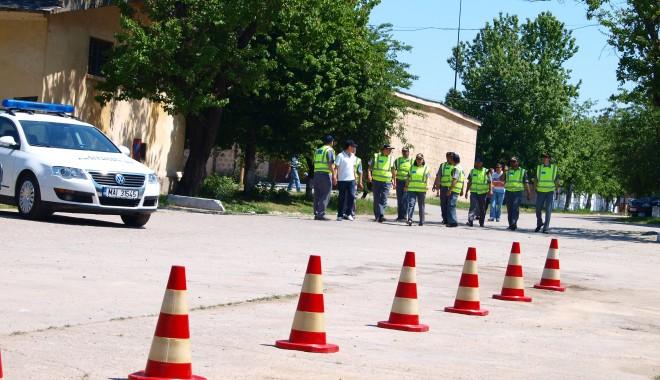Camion cu acte false, depistat în portul Constanţa - demonstratiedetectiematerialerad-1409849446.jpg