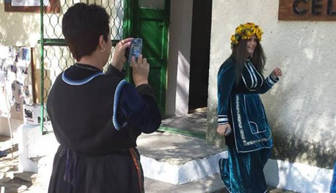 Minoritățile din Dobrogea. Obiceiurile și tradițiile de nuntă la aromâni - demonstratien-1442941559.jpg