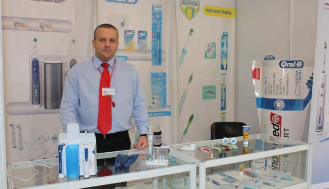 A început Denta & Pharma 2012! - dentapharma2-1337784052.jpg