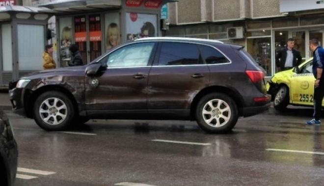 Deputat PSD, accident în faţa sediului SRI din Iaşi. Bărbatul se urcase băut la volan - depiasiaccsri71571900-1489923326.jpg