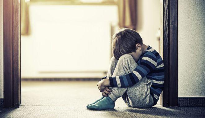 Foto: Un copil de 4 ani a fost dezbrăcat şi închis 10 minute într-un dulap, ca pedeapsă la grădiniţă