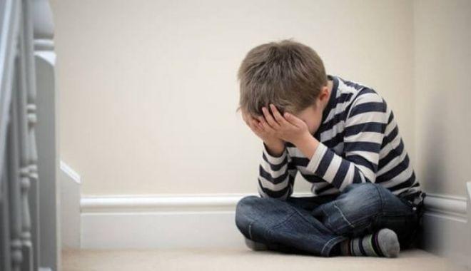 CAZ CUTREMURĂTOR! Fraţi minori agresați sexual de mătuşa care îi preluase în plasament - depresia61941100-1535538771.jpg