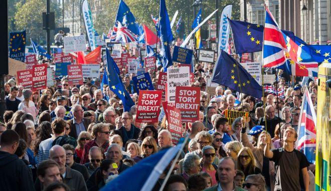 Foto: Deputaţii britanici au convenit să protejeze drepturile cetăţenilor UE după Brexit
