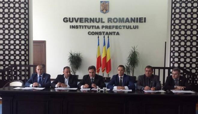 Foto: Deputatul Mihai Tararache, invitat la discuţiile despre activitatea portuară