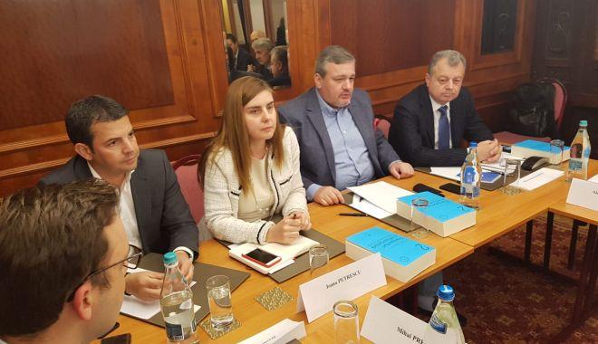 Foto: Deputatul Mircea Banias, dialoguri pe infrastructură în cadrul unei dezbateri marca Pro România