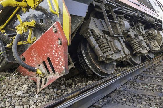 Foto: Locomotivă de marfar deraiată, în urma unui accident la ieşirea din Feteşti