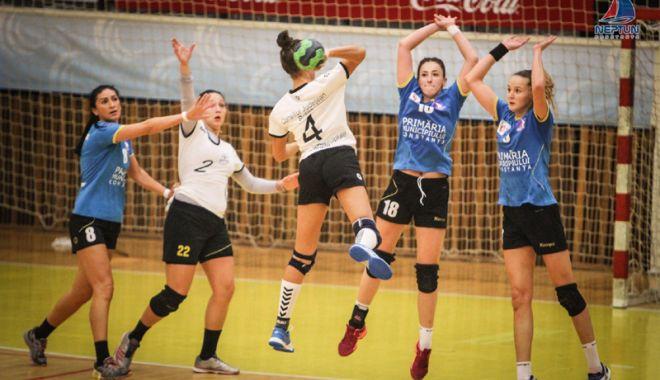 Foto: Derby-ul ligii secunde la handbal feminin, duminică, la Sala Sporturilor