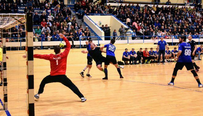 Foto: Derby judeţean  în liga secundă  de handbal