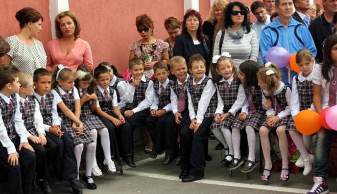 Foto: Învăţământul gratuit, coşmarul părinţilor
