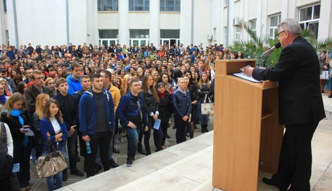 """Foto: Toamna se numără """"bobocii"""" la universităţile constănţene"""