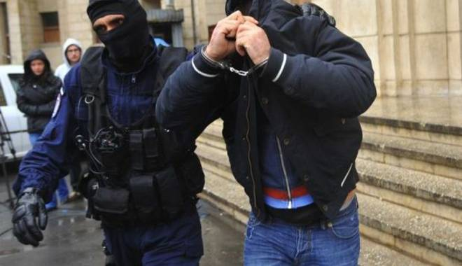 Foto: Descinderi  cu mascaţi  la traficanţi  de carne vie