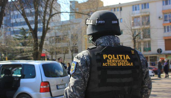 Percheziții cu mascați, la doi hoți din Constanța - descinderimascati-1571811094.jpg