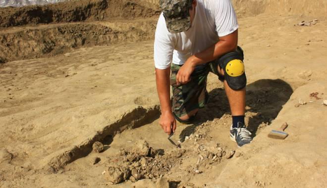 Foto: Morminte vechi de peste 1.700 de ani, descoperite în centrul Constanţei