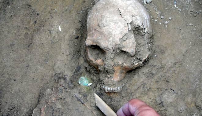 Morminte vechi de peste 1.700 de ani, descoperite în centrul Constanţei - descoperire3-1442423066.jpg