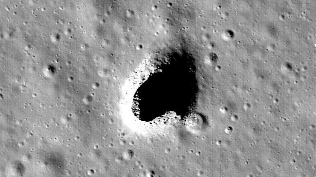 Foto: DESCOPERIRE ISTORICĂ! O grotă uriaşă a fost găsită pe Lună