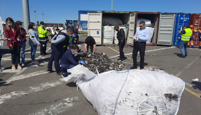 """Terifiant: """"Deșeurile din containerele de la Agigea au acoperit, în strat gros, un teren de fotbal"""" - deseuriagigeaberceanu1-1622746768.jpg"""