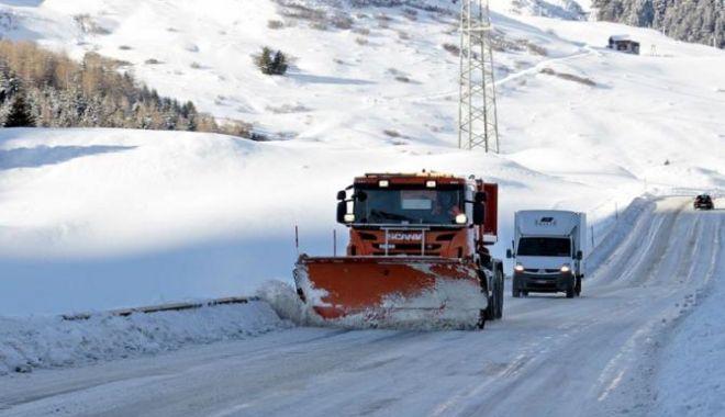 AVERTIZĂRI METEO DE VREME REA! Situația traficului, în această dimineață - deszapezirezapadaiarnasosea60769-1544856393.jpg