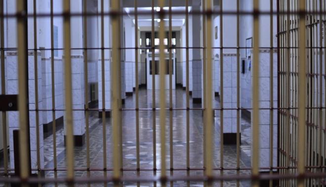 """Foto: Deţinuţi eliberaţi în toată ţara.  """"Undă verde"""" şi la Penitenciarul Poarta Albă"""