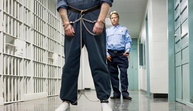 Foto: Iranul, dat în judecată de  un deţinut torturat în închisoare
