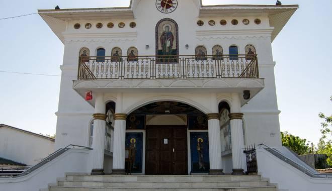 Foto: Năvodari se pregăteşte de sfinţirea primei biserici din oraş