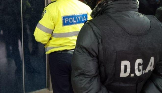 Foto: Poliţişti reţinuţi pentru luare de mită. Primeau bani pentru a nu sancţiona şoferi care comiseseră contravenţii