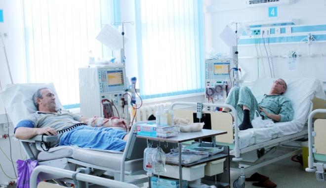 Foto: Dializaţii rămân în continuare în spital
