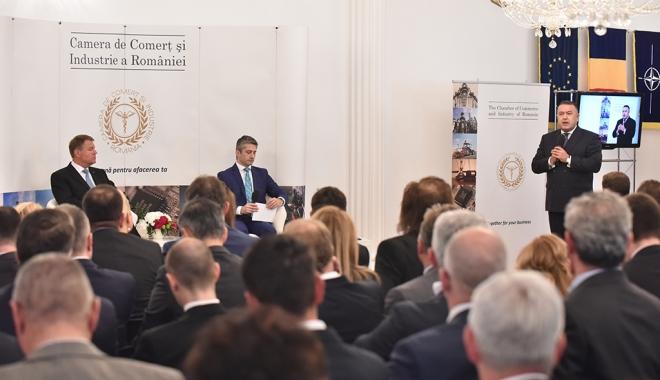 Foto: Eveniment de marcă la Camera de Comerţ a României. Mihai Daraban, alături de preşedintele Klaus Iohannis