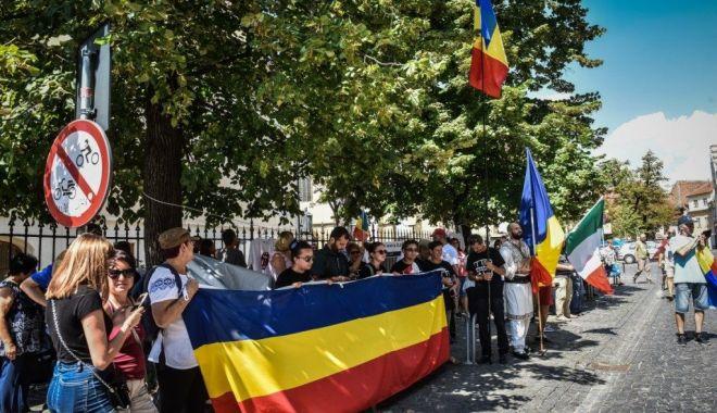 Foto: Veste bună pentru românii din diaspora. Vor putea transfera bani în România fără comision