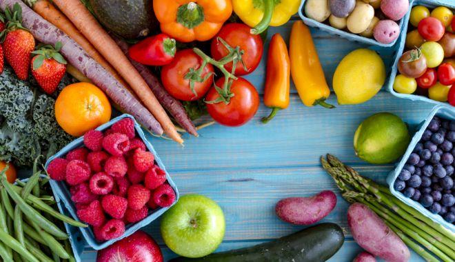 Foto: ANPC a descoperit 60 de tone de fructe și legume cu nereguli, în hipermarketuri