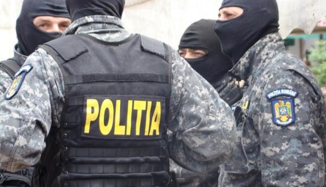 Foto: FLAGRANT ÎN MAMAIA / Doi traficanţi de cocaină au ajuns pe mâna DIICOT şi BCCO