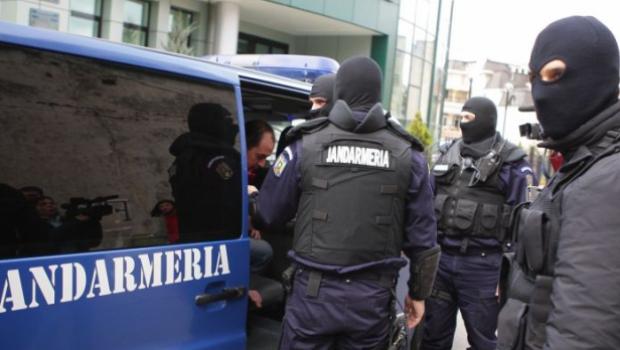 Foto: Prinşi de poliţişti în timp ce încercau să vândă haşiş, pentru 5500 euro