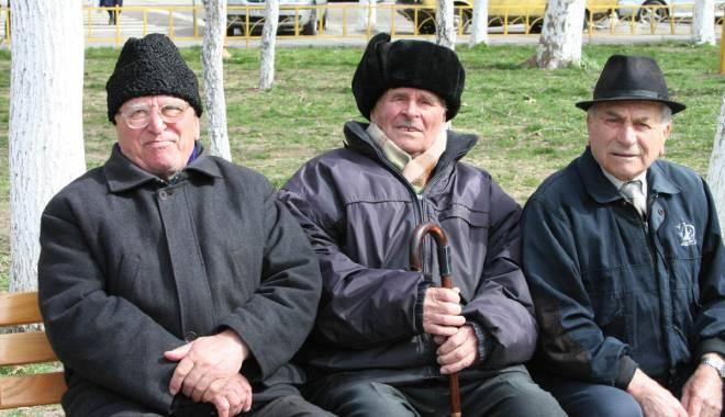 Foto: Din ce în ce mai mulţi români  îşi fac pensii private