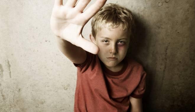 Foto: Din ce în ce mai mulţi copii abuzaţi sexual