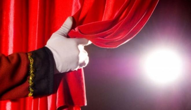 Foto: Anul teatral 2018 începe cu două comedii şi o dramă documentară