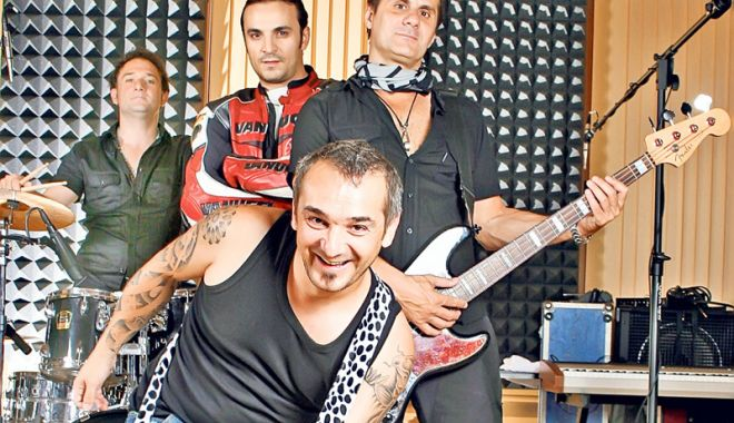 Foto: Direcţia 5 cântă live pentru fanii săi,  la Mamaia