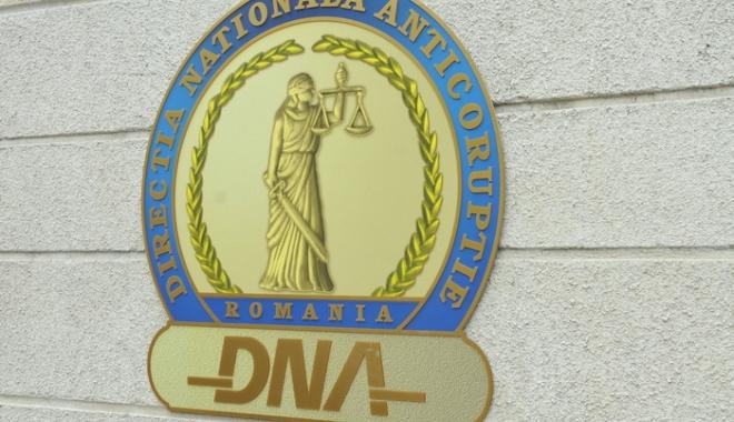 Foto: DNA LOVEŞTE LA CONSTANŢA! Acuzaţii de LUARE DE MITĂ la adresa unui fost director