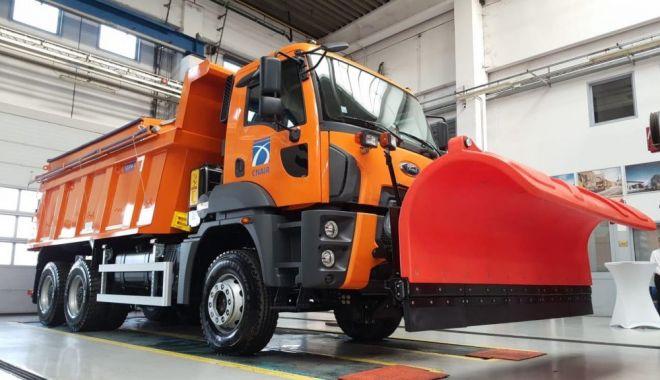 Foto: Direcţia Regională de Drumuri Constanţa, dotată cu autobasculante noi pentru curăţarea drumurilor de zăpadă