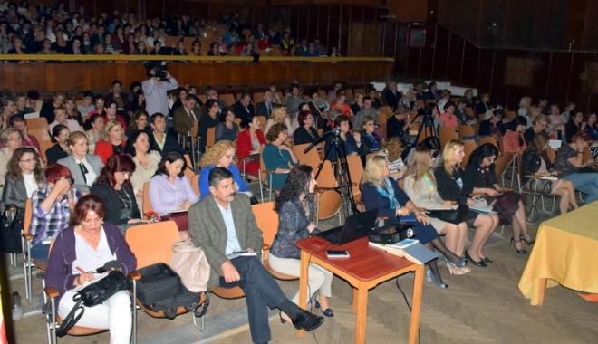 Foto: Joi, şedinţa cu directorii de şcoli şi licee