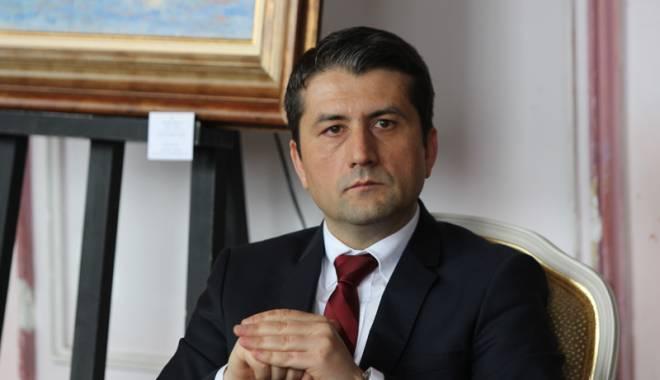 """Foto: Directorii şcolilor constănţene, """"urechiaţi"""" de primarul Decebal Făgădău"""