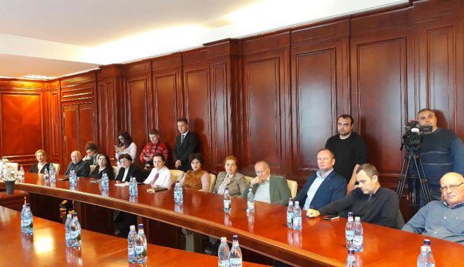 """Foto: Directorii s-au plâns ministrului Culturii """"Autocarele nu mai intră în Piața Ovidiu și pierdem turiști"""""""