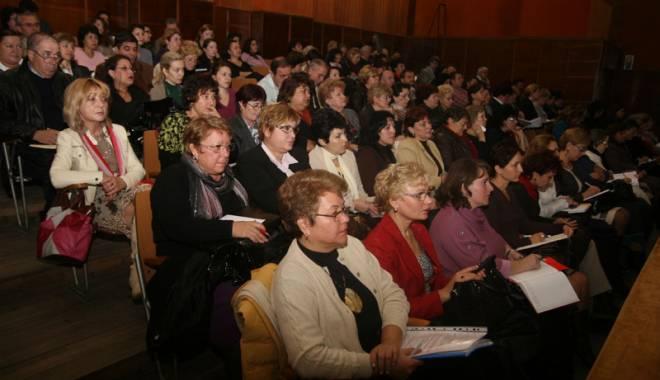 Foto: Directorii şcolilor constănţene sunt aşteptaţi la curs