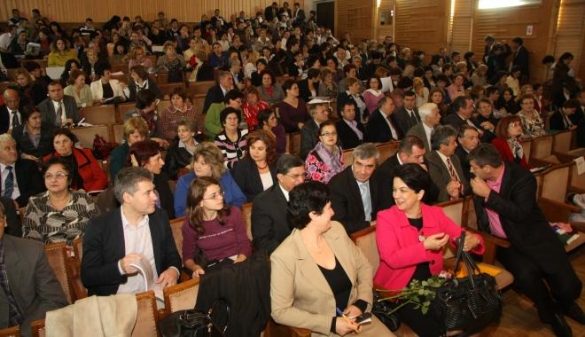 Foto: Numirile de directori,  în atenţia preşedintelui României