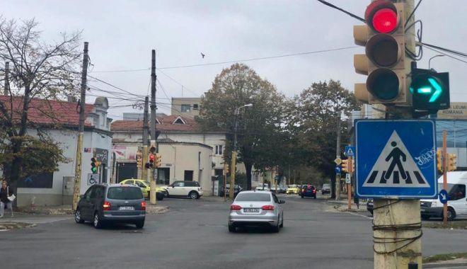 Foto: Semaforul la dreapta de pe strada Mihai Viteazu, desfiinţat