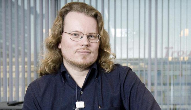 Foto: Mister: Unul  dintre cofondatorii WikiLeaks este căutat de autorităţi